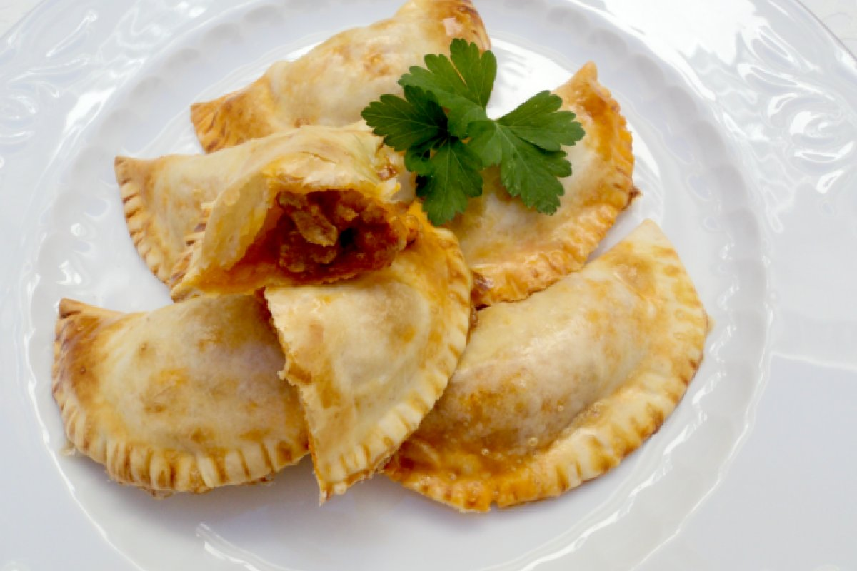 Empanadillas rellenas de salsa boloñesa al horno