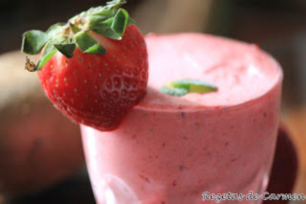 Smoothie de fresas y kiwi
