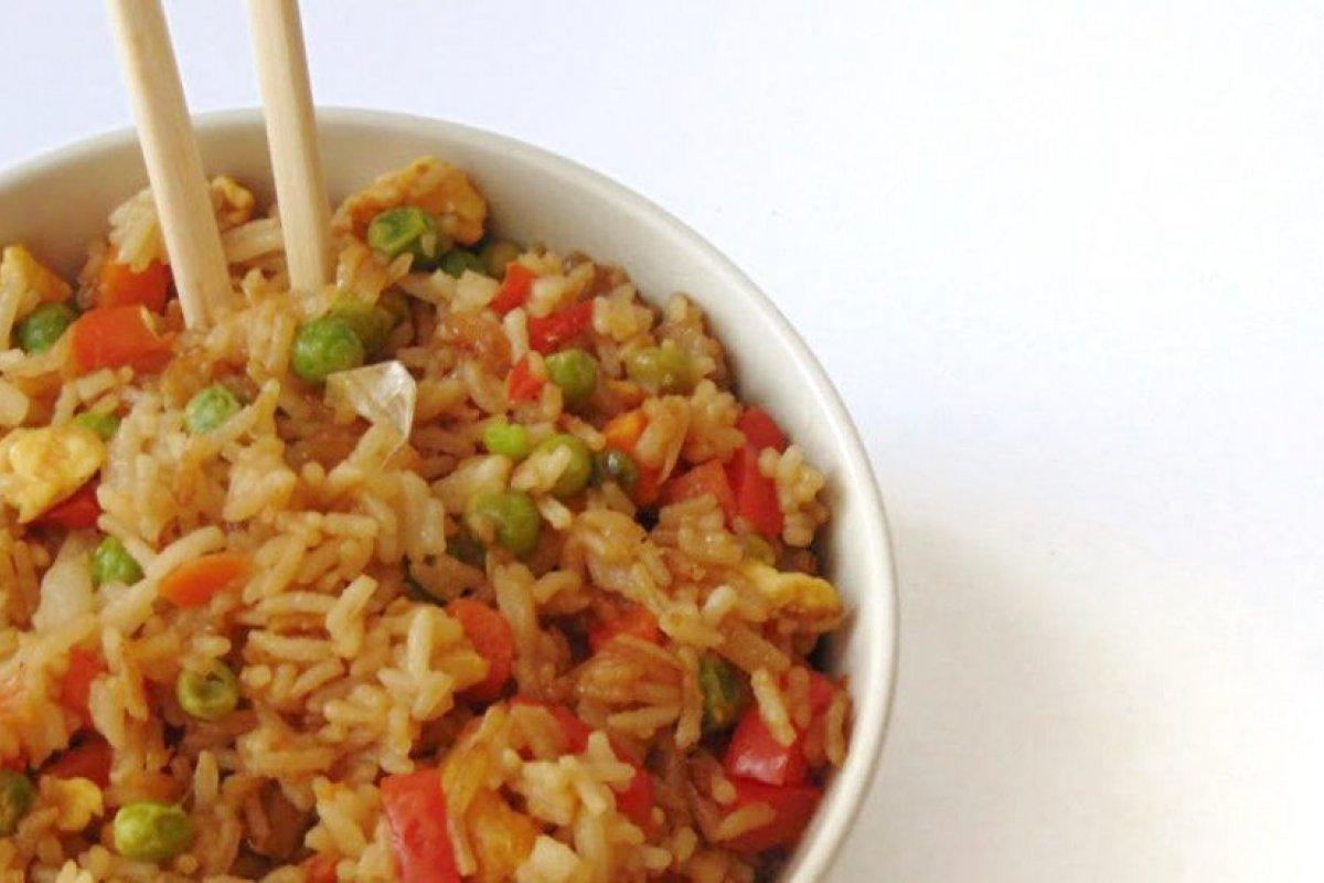 Arroz chino con verduras y huevo