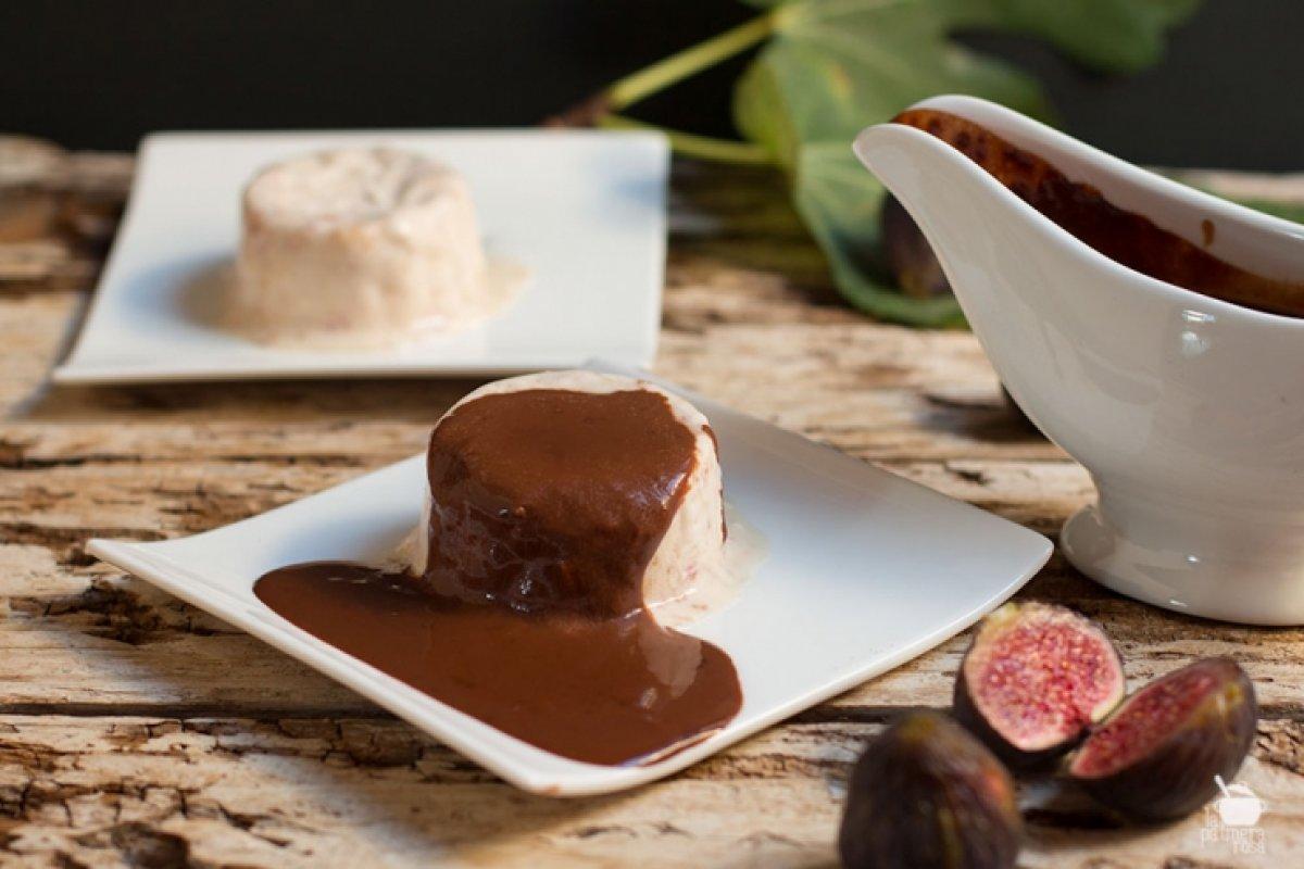 Helado de higos (parfait) con chocolate caliente