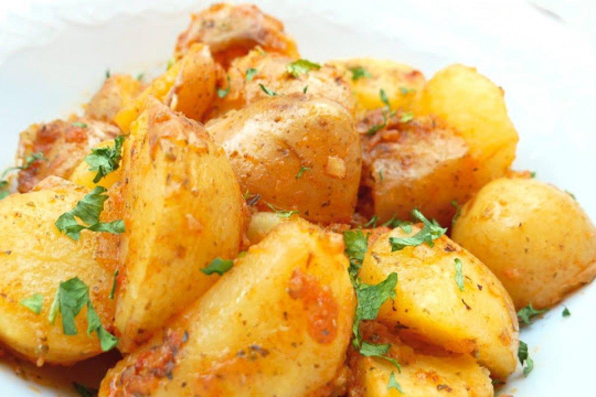 Patatas salteadas con ajo y limón