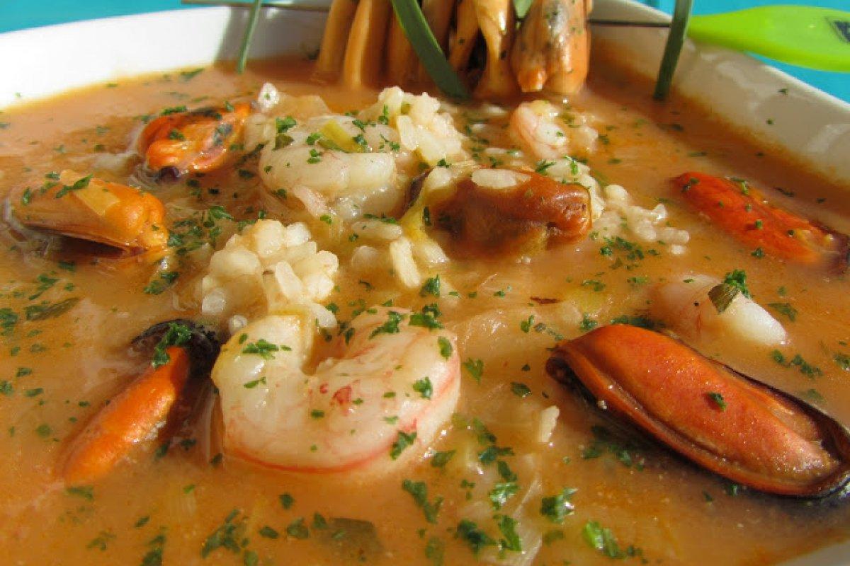 Sopa de arroz a la marinera