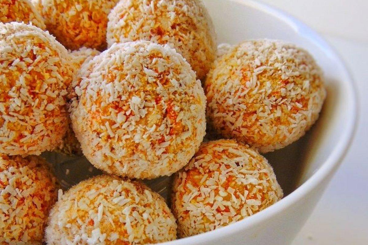 Bolitas de coco y zanahoria sin azúcar