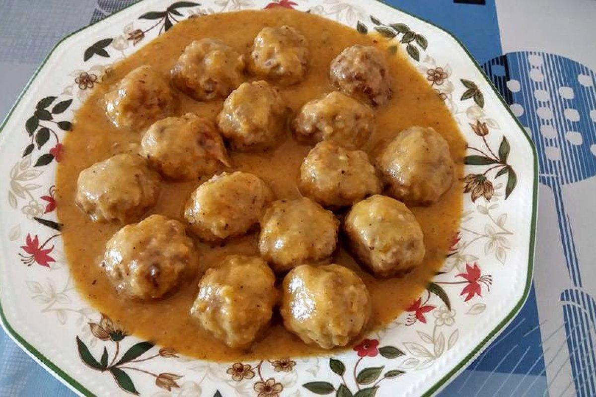 Albóndigas con salsa de cebolla