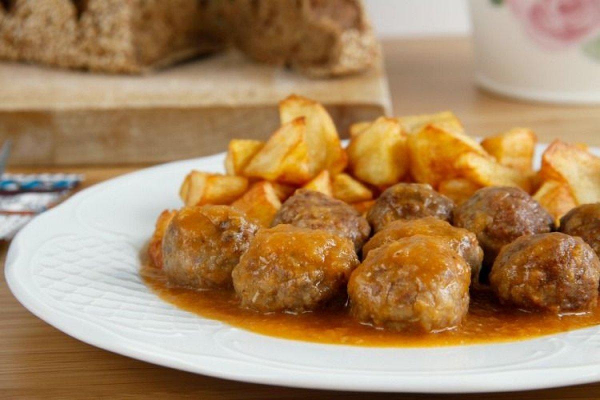Albóndigas de carne con salsa de vino blanco