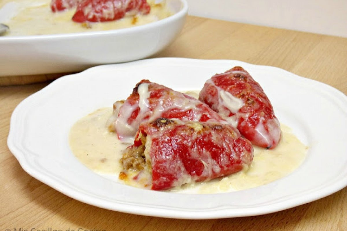 Pimientos del piquillo rellenos de carne gratinados