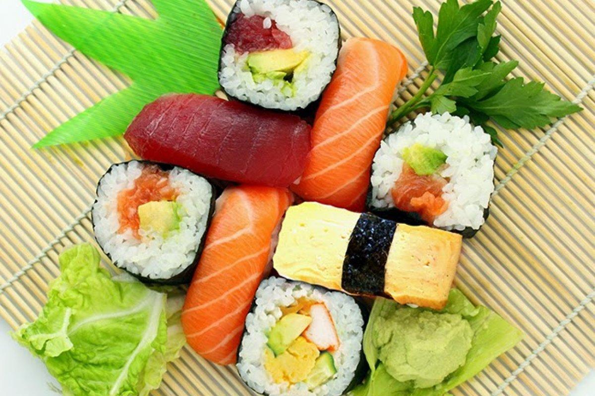 Receta de sushi. diferentes variantes y combinaciones
