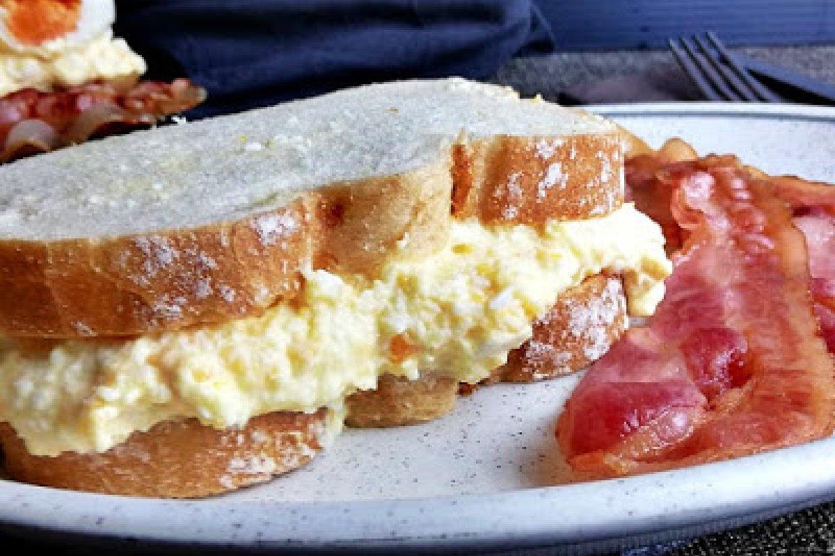 Sándwich de huevo Konbi
