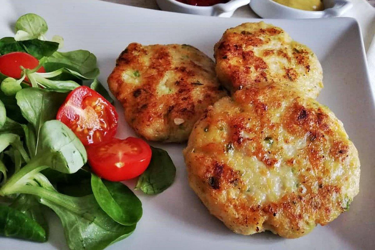Hamburguesas de pollo y verduras