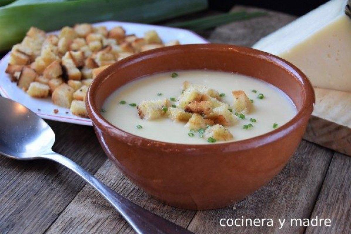 Sopa de queso manchego con costrones
