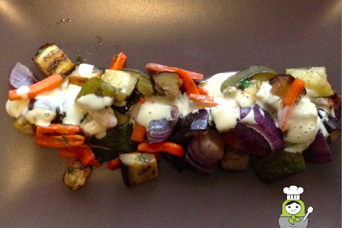Ensalada templada de verduras asadas con salsa de mostaza