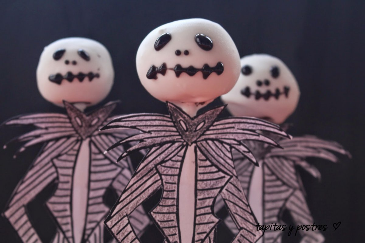 Cake pops de jack skeleton.