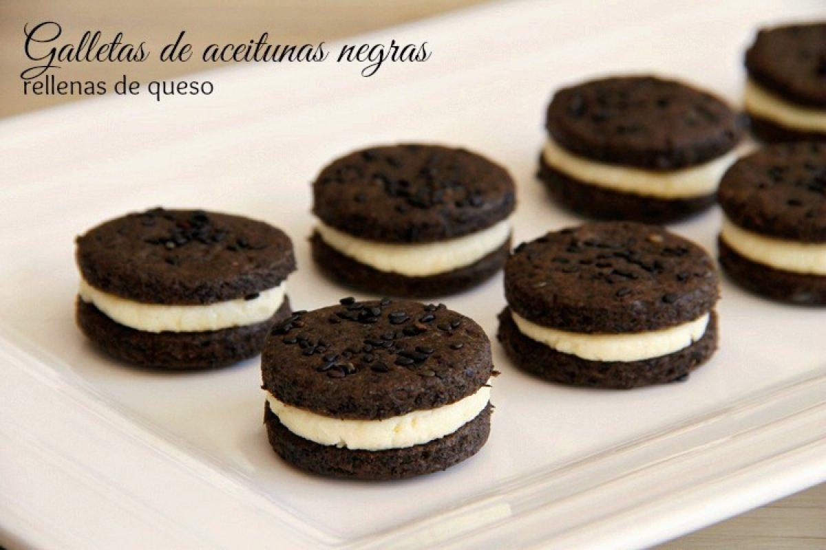 Galletas de aceitunas negras rellenas de queso