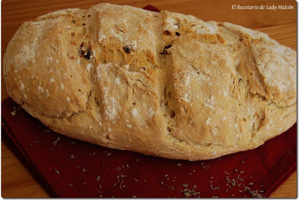 Pan casero de romero y tomates secos