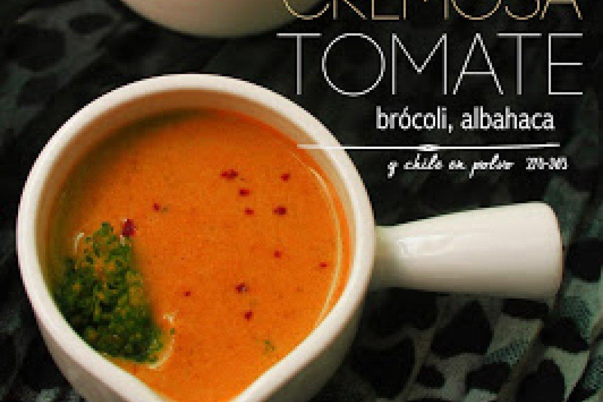 Cremosa de tomate, brócoli y albahaca