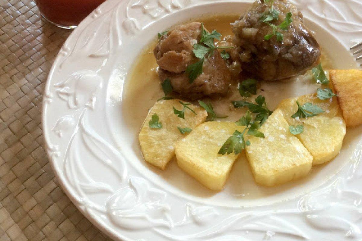 Pollo al brandy con patatas al horno
