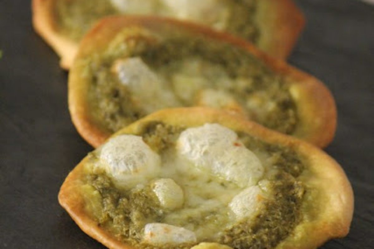 Mini pizzas de pesto