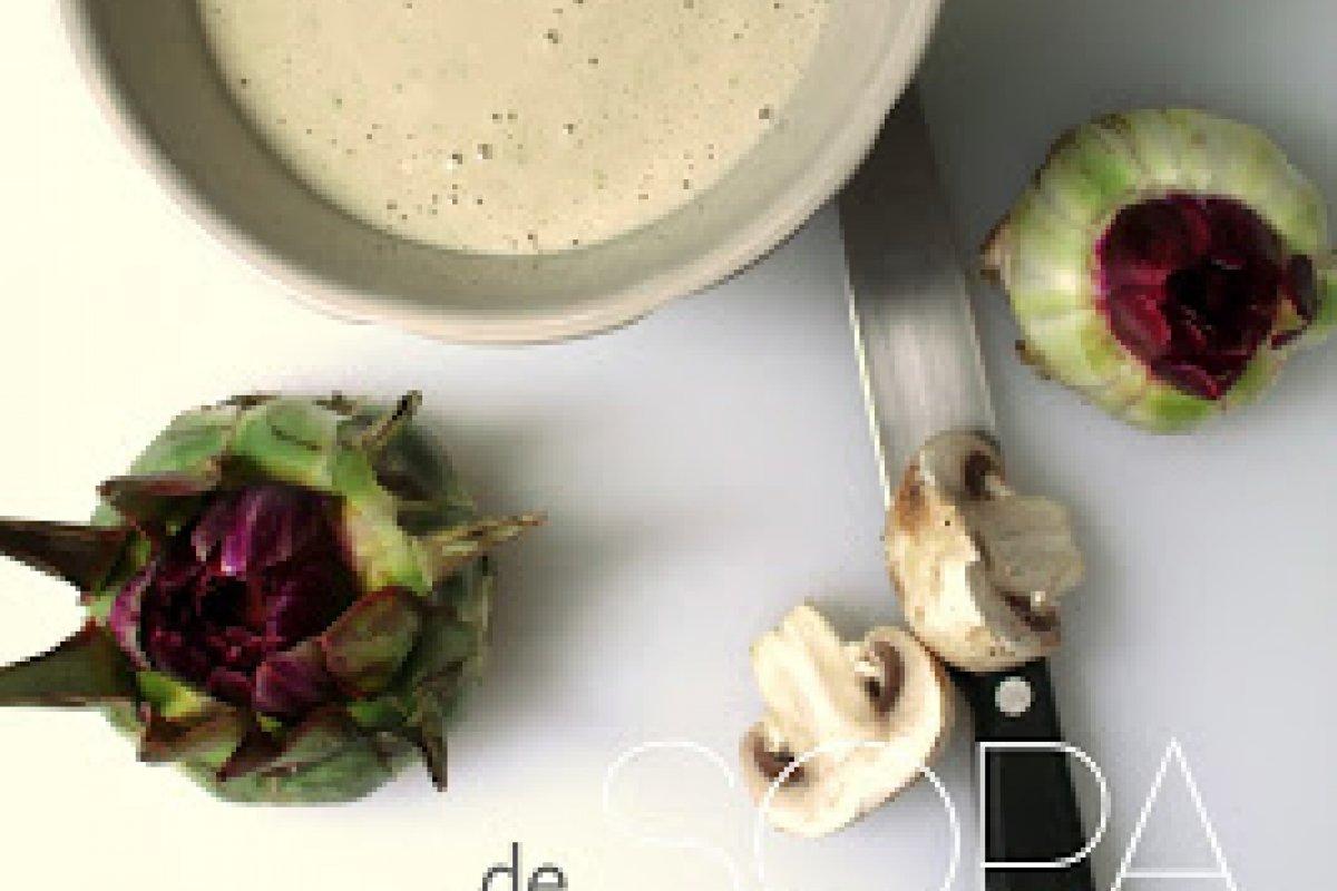 Sopa de alcachofa silvestre con hongos en mantequilla