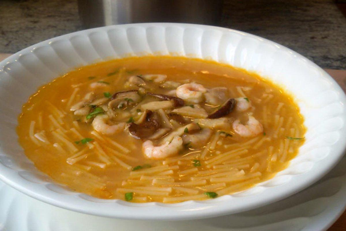 Sopa de pescado con boletus y gambas