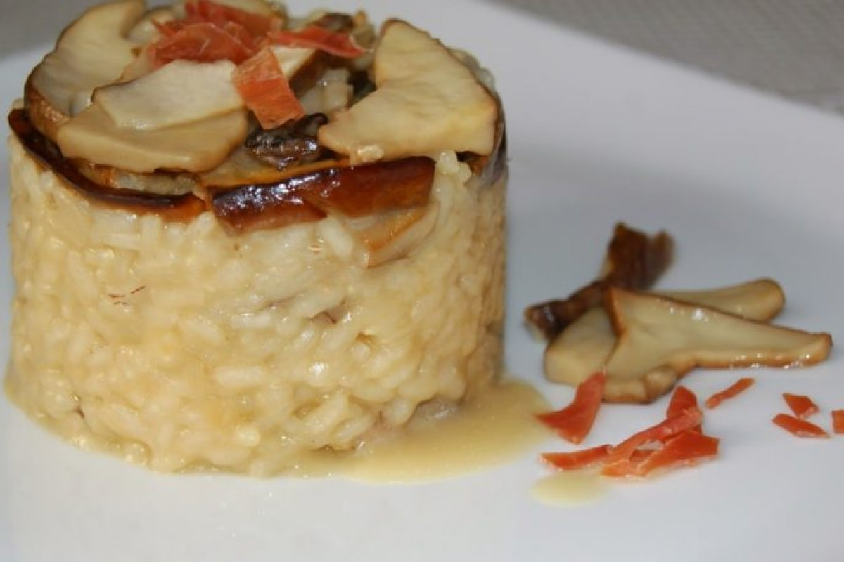 Risotto de boletos con jamón