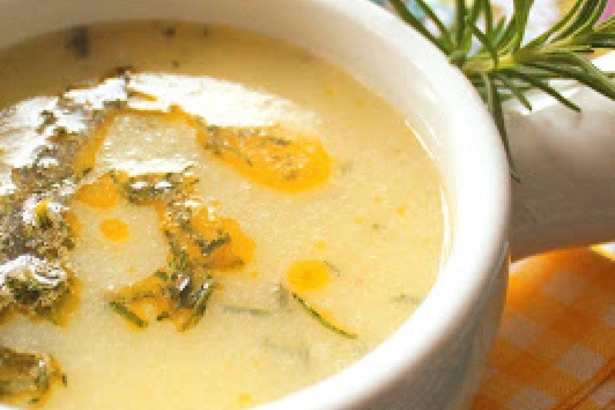 Sopa de papa, romero fresco y crema de jengibre