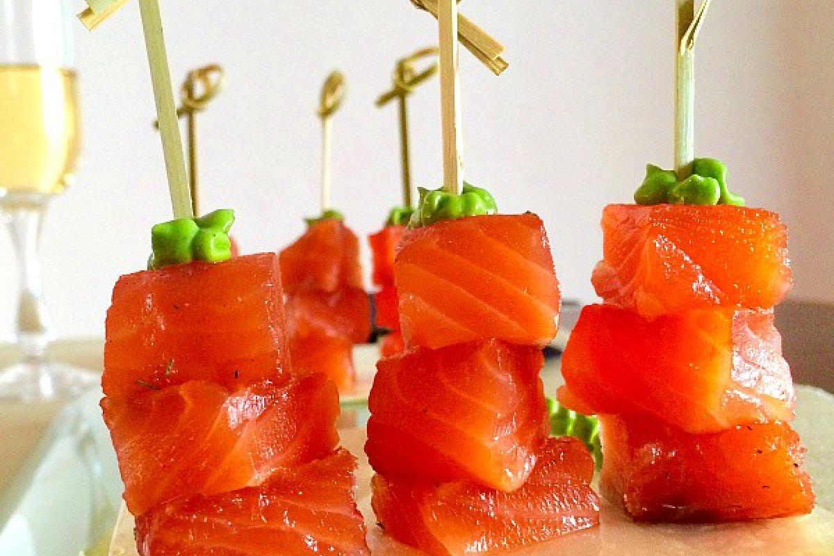 Aperitivo saludable de salmón marinado