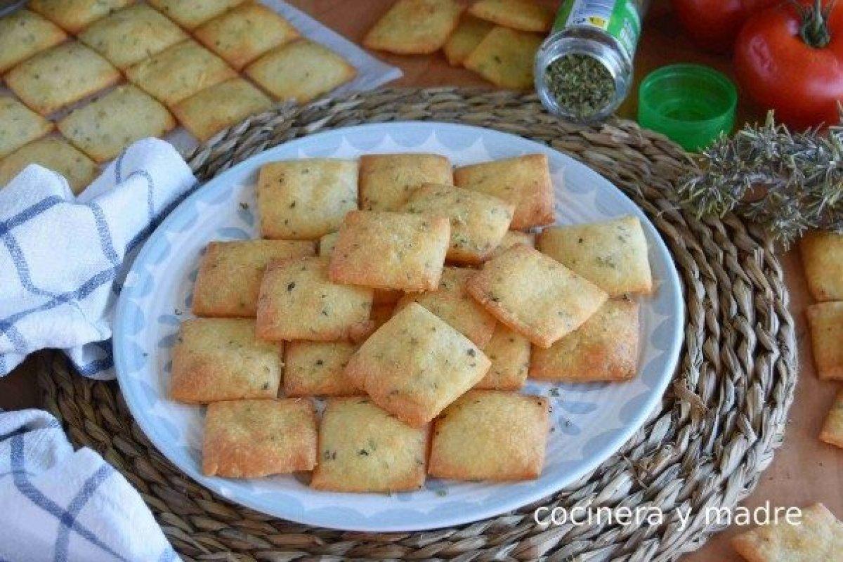 Galletas saladas de queso o crackers de queso