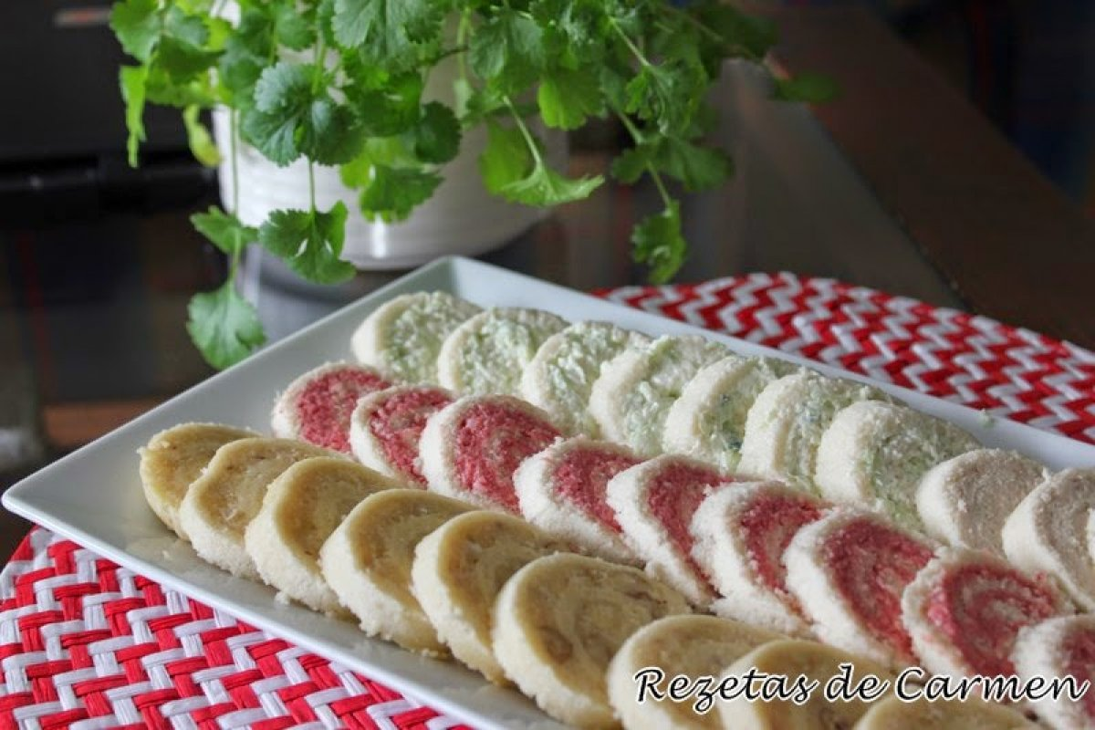 Rollitos de pan de molde con patés