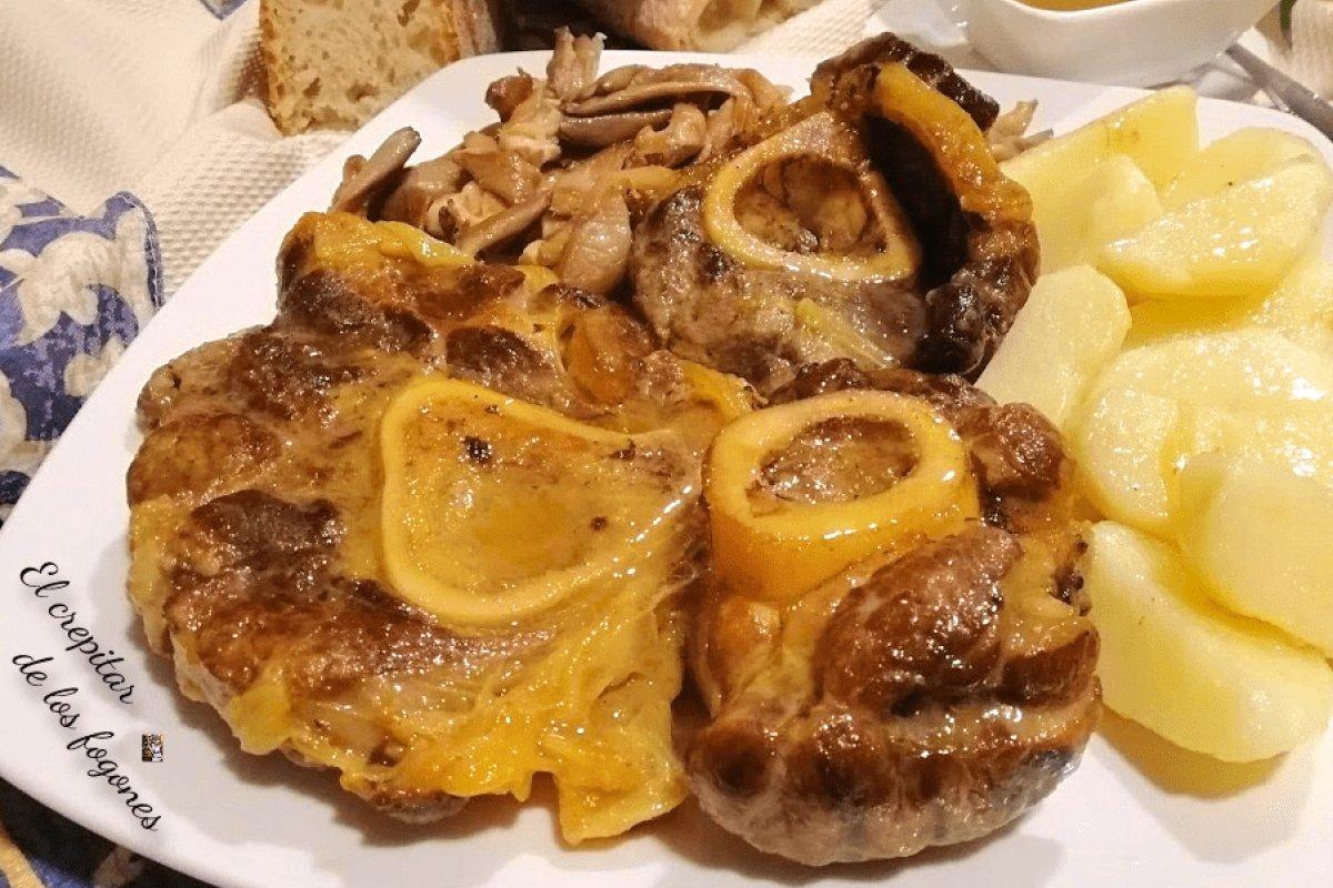 Ossobuco en salsa con patatas confitadas y setas al ajillo