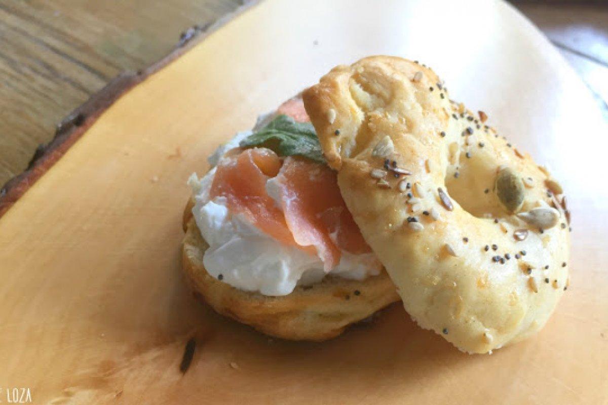 Bagels rellenos de salmón y queso