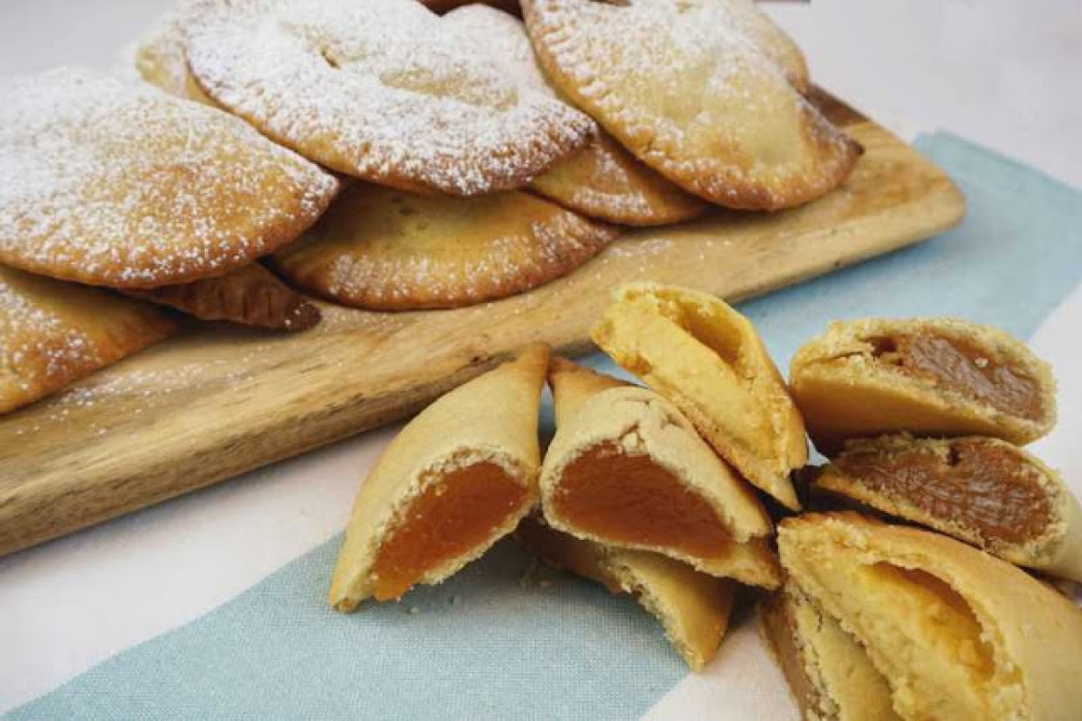 Robiols de mallorca o empanadillas dulces de Semana Santa