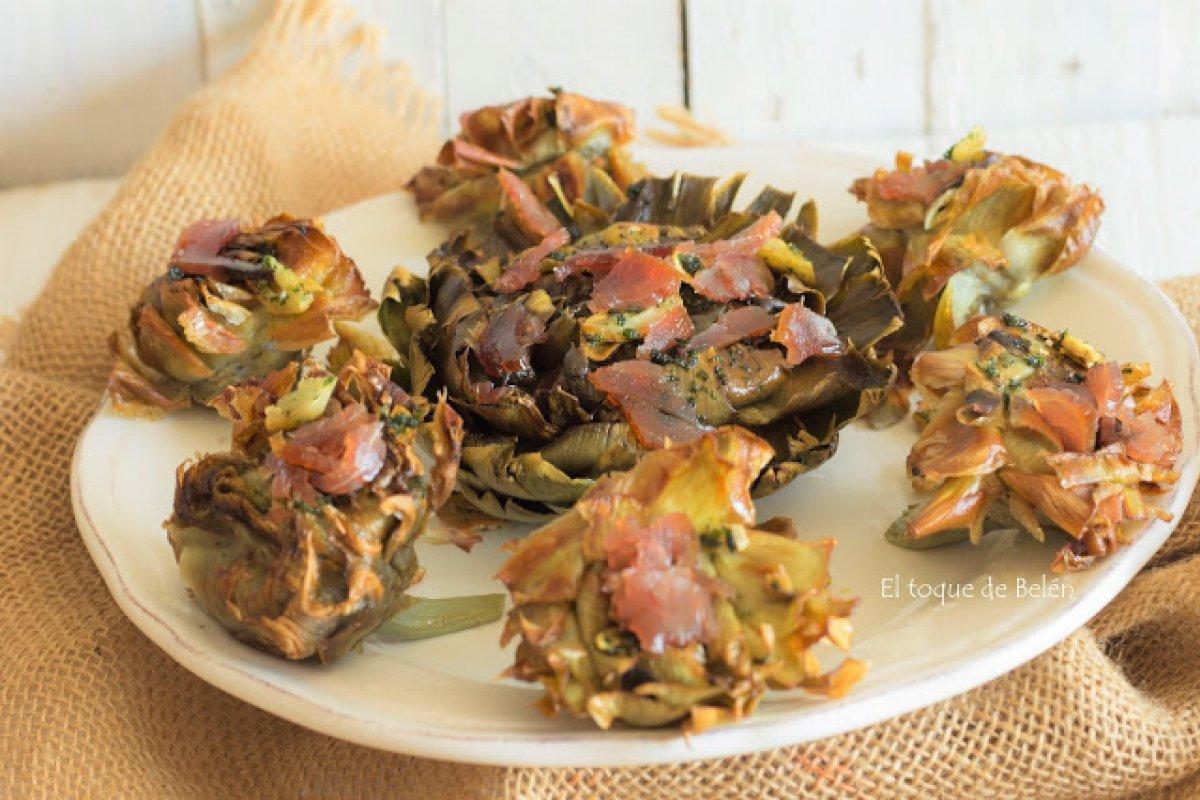 Flores de alcachofas fritas con mojama
