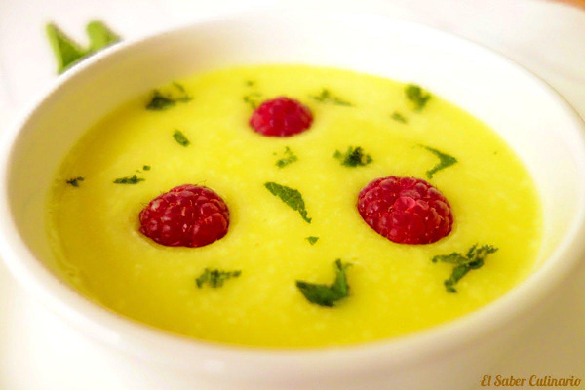Sopa fría de piña colada