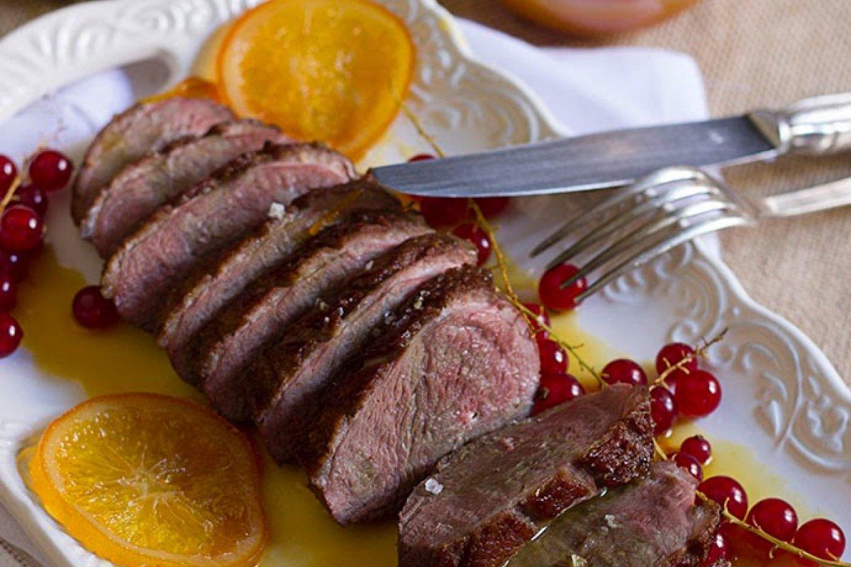 Magret de pato y salsa de naranja