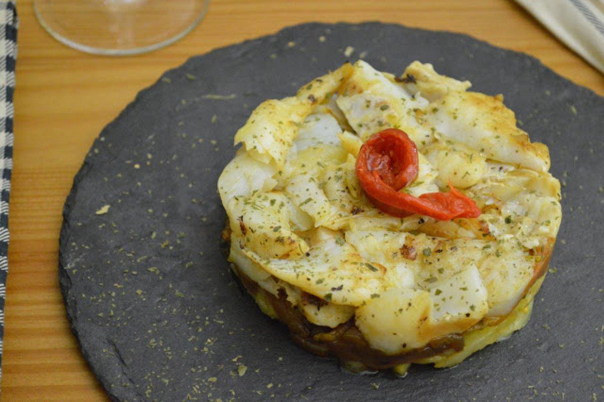 Timbal de bacalao, pimiento y patatas