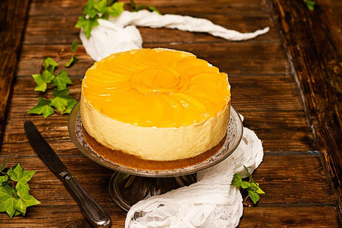 Tarta fría de queso y melocotón