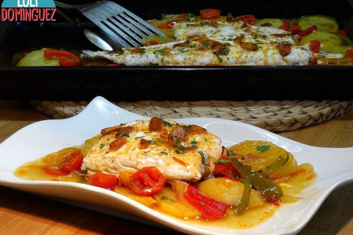 Merluza al horno con patatas y verduras