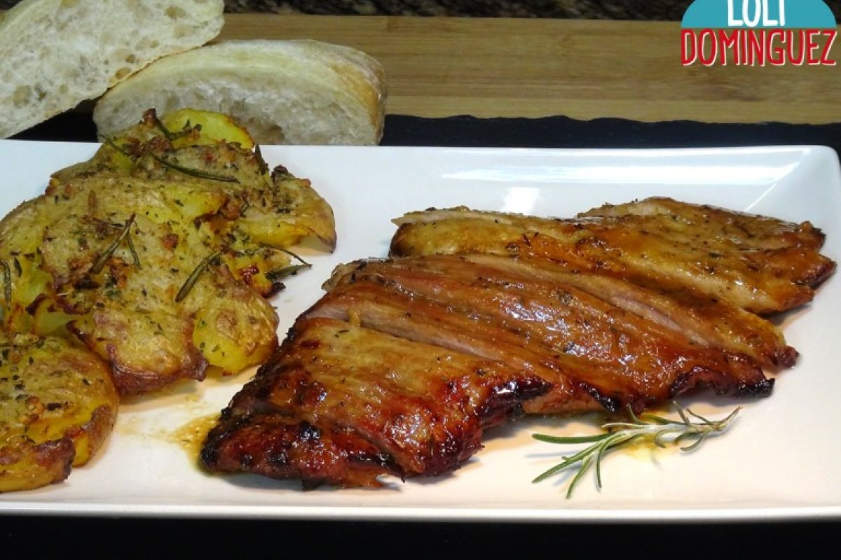 Secreto de cerdo al horno y patatas aplastadas