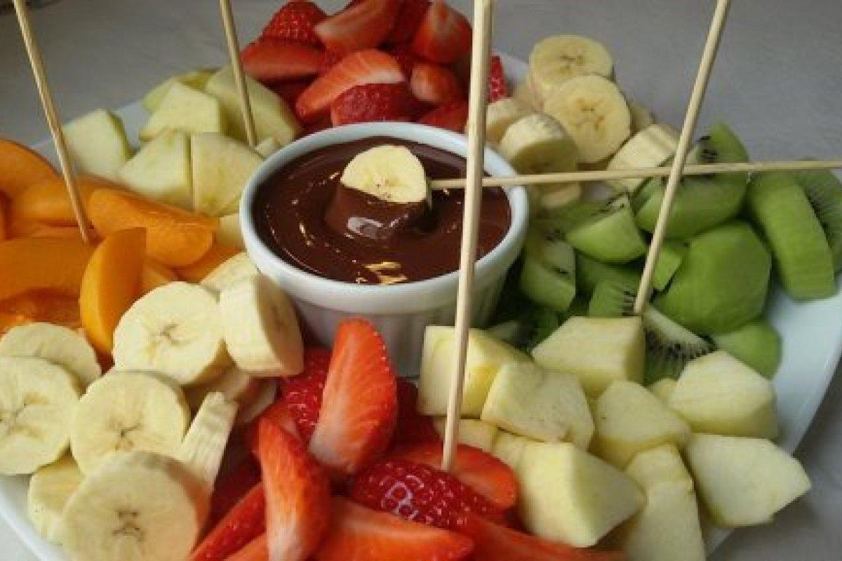 Fondue de chocolate con fruta de temporada