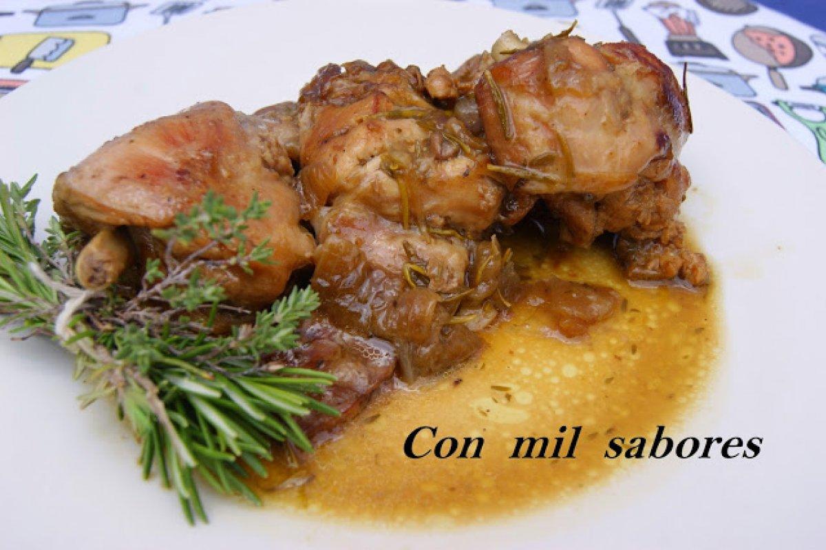 Conejo con hierbas aromáticas al vino oloroso