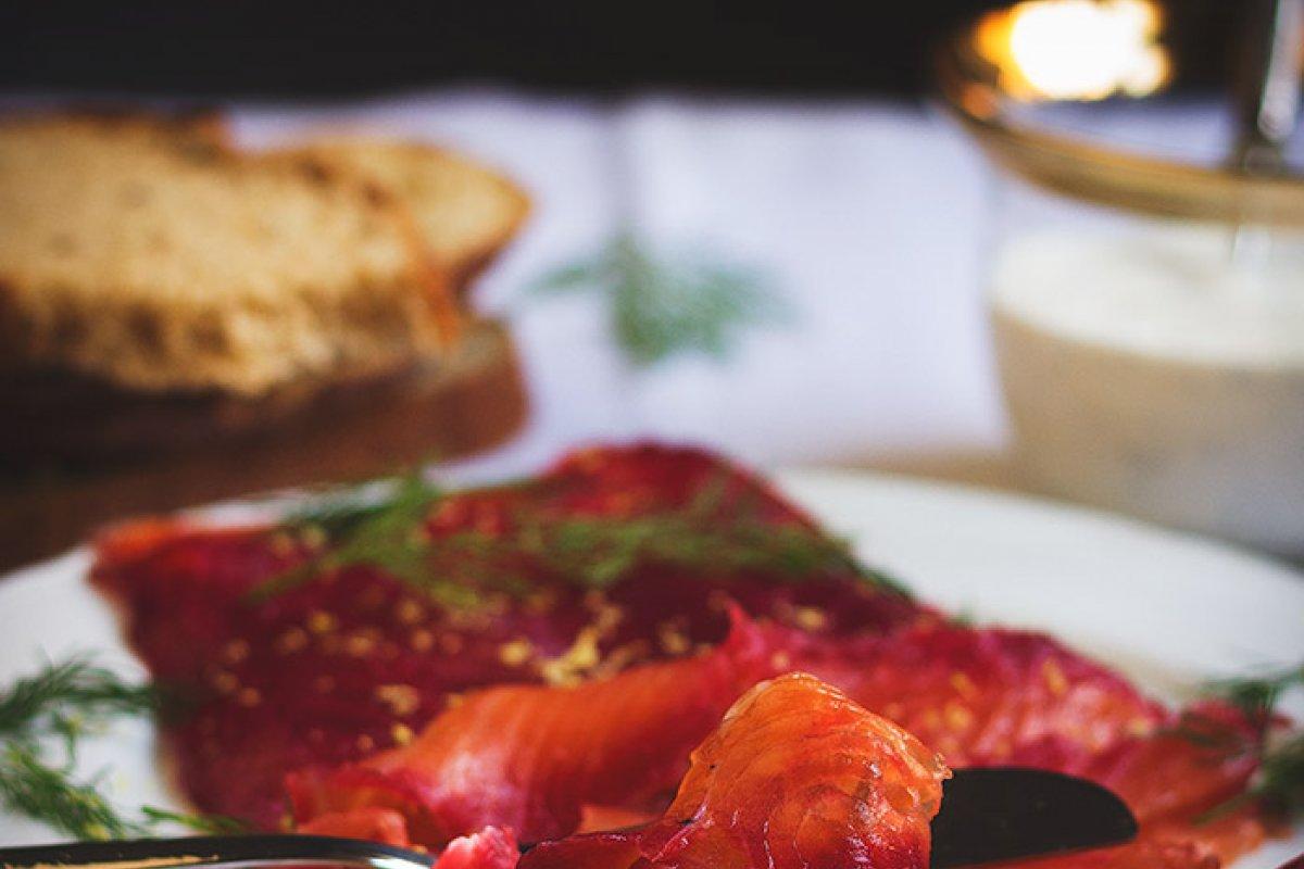 Salmon marinado con remolacha
