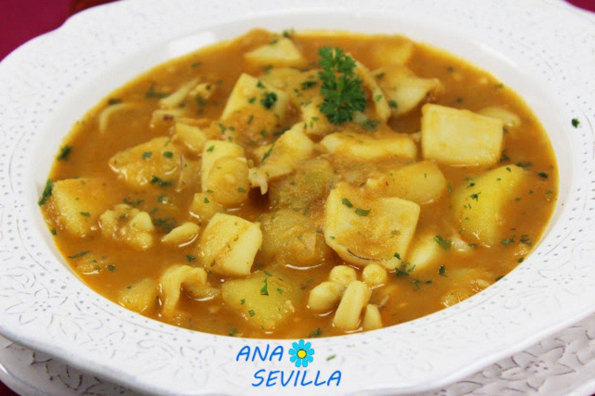 Papas con choco (patatas con sepia),cocina tradicional