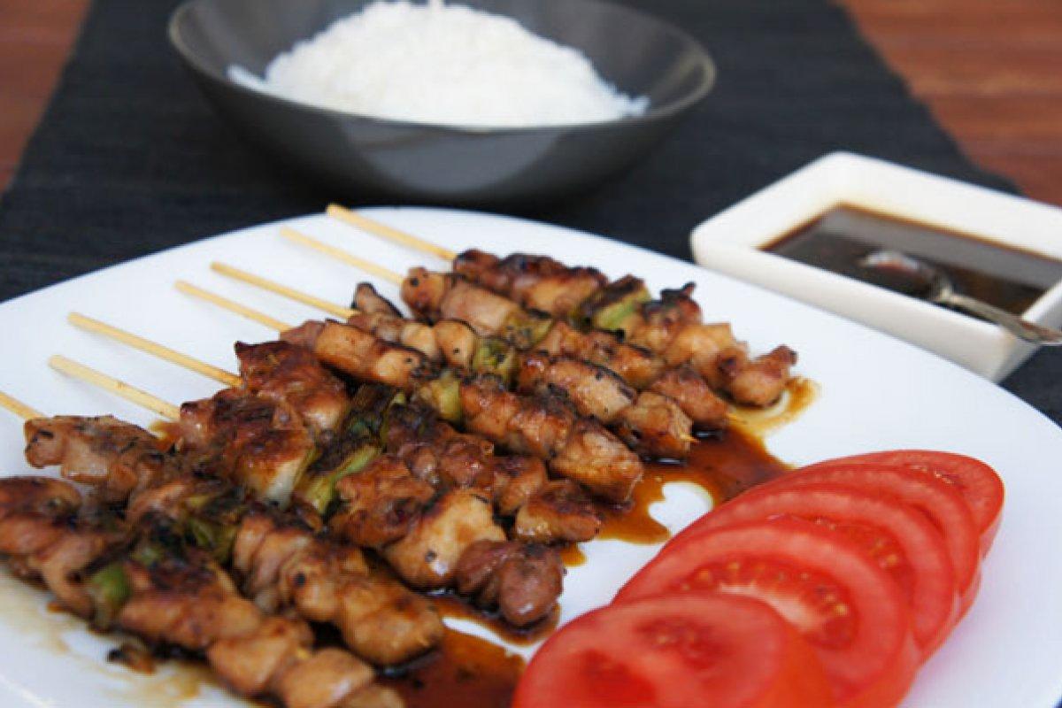 Brocheta de pollo al estilo japonés
