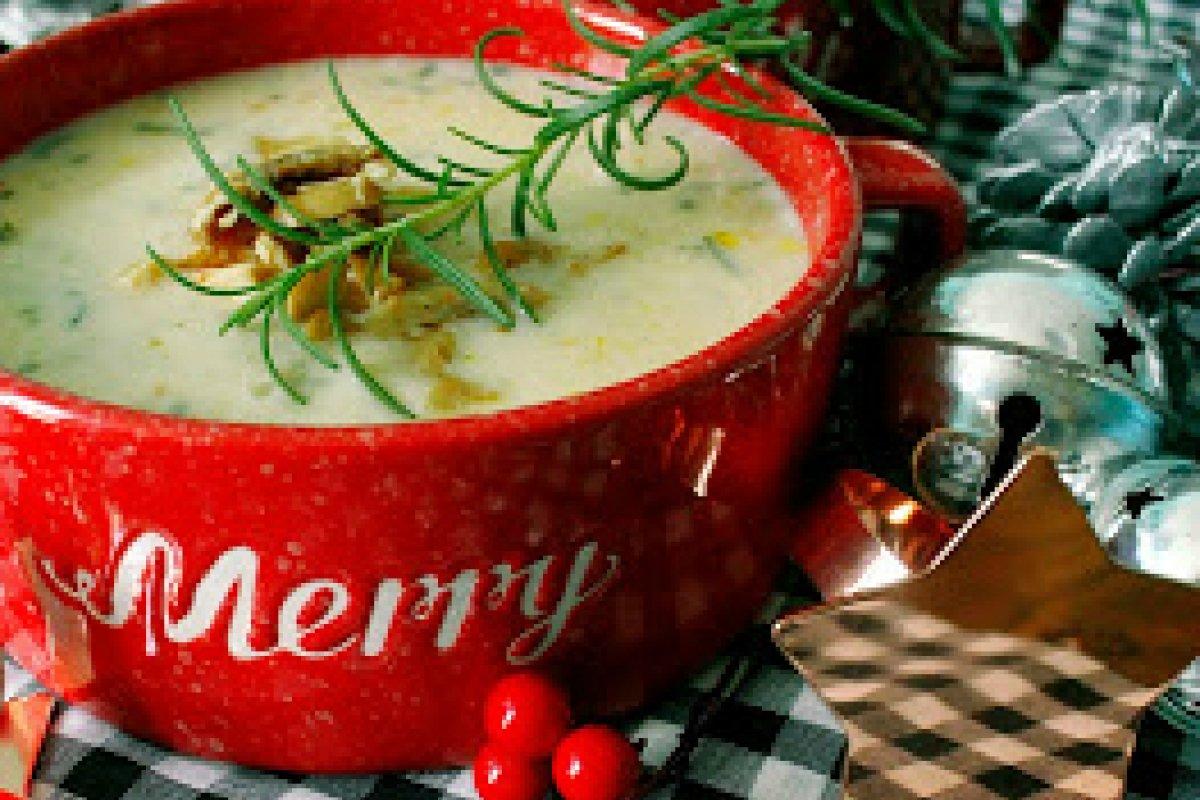 Sopa de navidad, papa y hongos con romero fresco